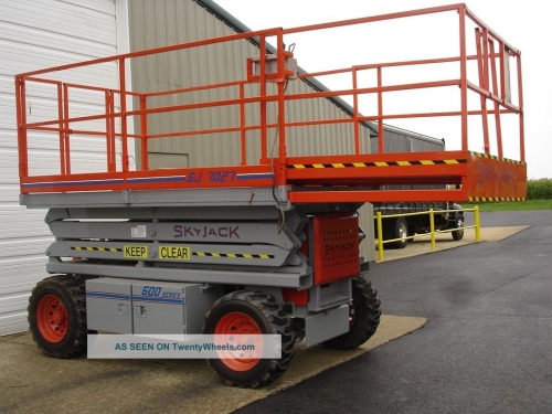 Scissor Lift, 27' Rough Terrain