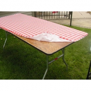 Kwik-Covers  30x96Red/White Tablecover