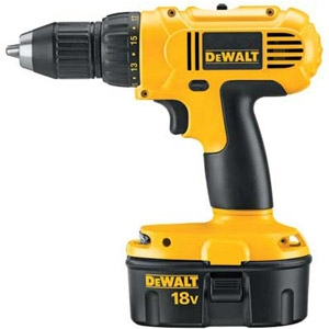 DeWALT Heavy-Duty 1/2in. 18V Cordless Compact Drill/Driver Kit