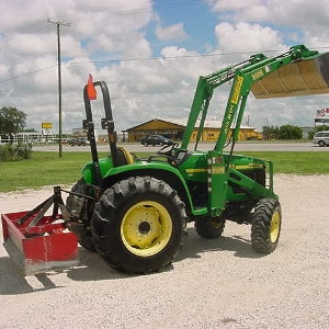 John Deere 4320 Tractor 4wd Loader and Box Blade